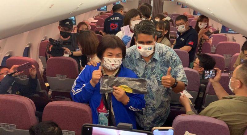 影/旅遊泡泡搶救觀光!帛琉總統惠恕仁身段超柔軟