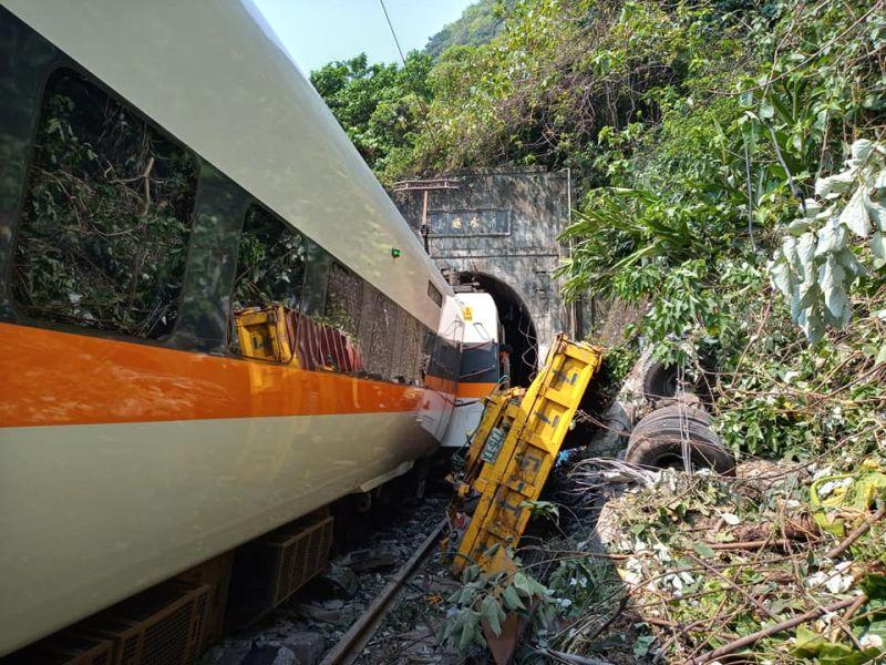 太魯閣出軌意外 總統指示全力救援、嚴查事故原因