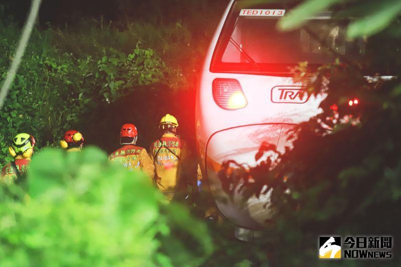 ▲太魯閣發生出軌意外,相關人員正在全力救援與搶修。(圖/記者葉政勳拍攝)