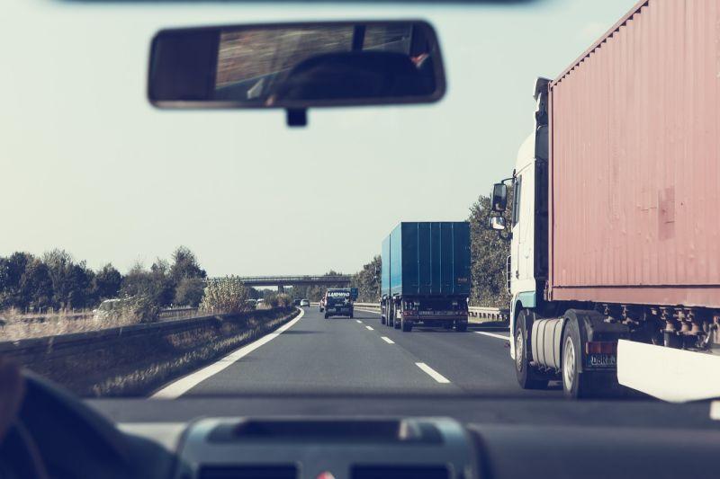 ▲汽車裝載貨物超標,10/1上路新制肇事最重罰1.8萬。(示意圖/翻攝自Pixabay)