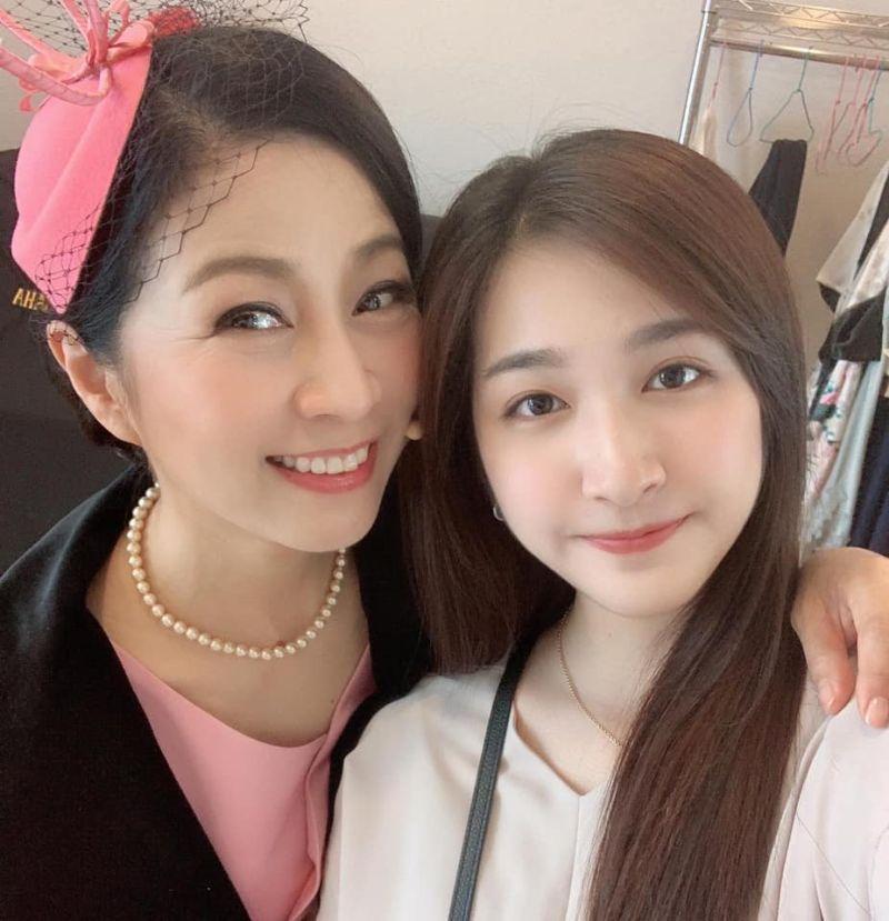 ▲方文琳(左)演出舞台劇,齊薇特地前往探班。(圖/翻攝齊薇臉書)