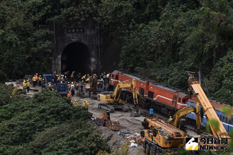 清水隧道吊掛作業