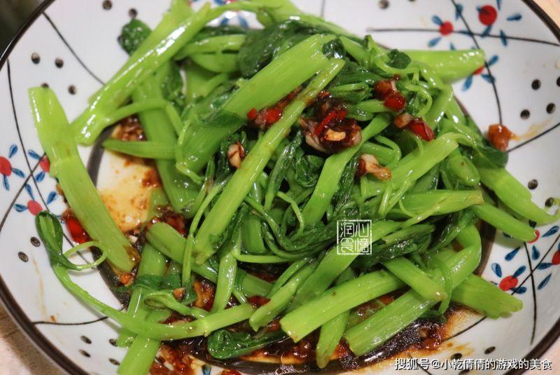 ▲搜狐號《小乾倩倩的遊戲的美食》分享空心菜的別種料理方式。(圖/翻攝自小乾倩倩的遊戲的美食》)