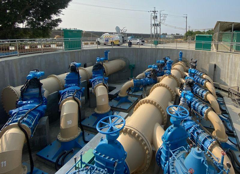 ▲台灣自來水公司第七區管理處為減低枯水期取水風險,以高屏溪大泉伏流水上場備援,以利供水穩定。(圖/記者黃守作攝,2021.04.06)