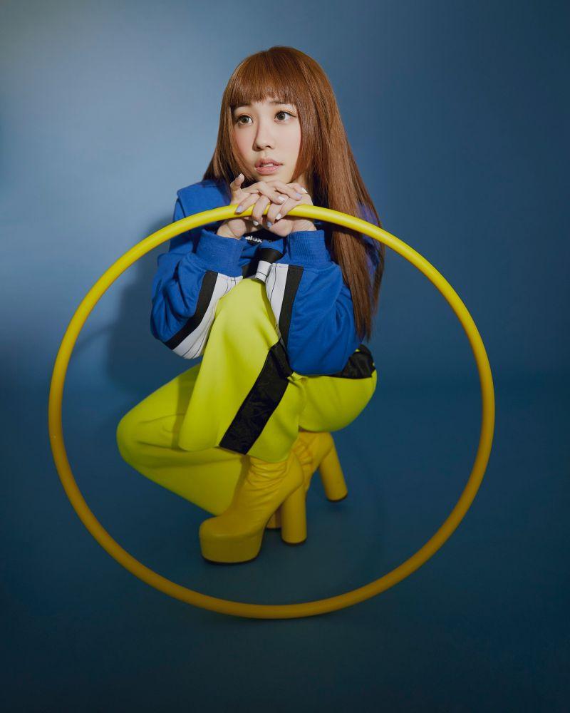 ▲艾薇推出新歌《絕美》。(圖/環球音樂提供)