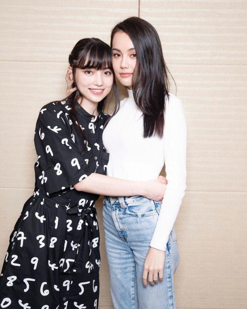 ▲黑嘉嘉(左)在IG分享與姊姊黑萱萱的合照。(圖/黑嘉嘉IG)