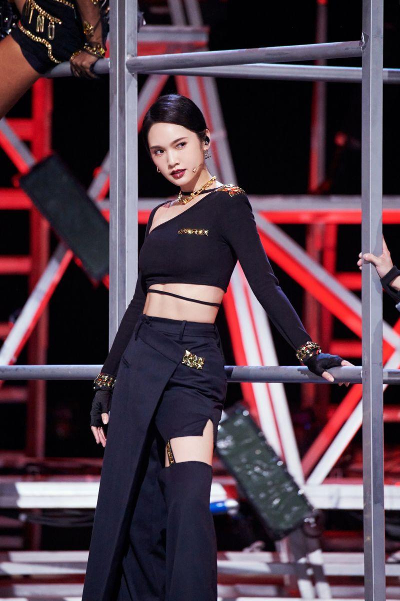 ▲楊丞琳在《乘風破浪的姐姐2》最新的公演中拉傷右邊身體的筋、肌肉。(圖/環球音樂提供)