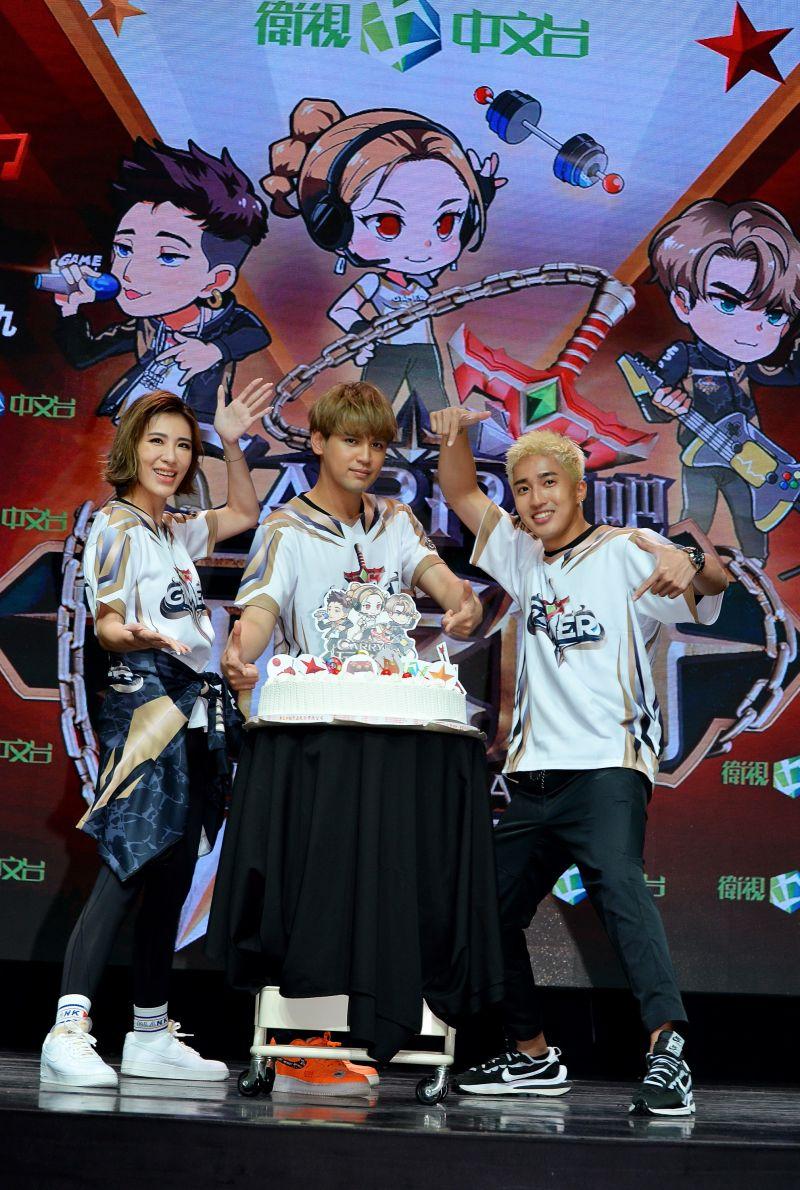 ▲小禎(左起)、陳零九、婁峻碩與在場粉絲互動。(圖/衛視)
