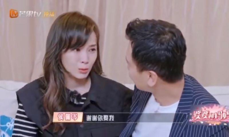 ▲侯佩岑(左)謝謝老公娶她。(圖/翻攝芒果TV)