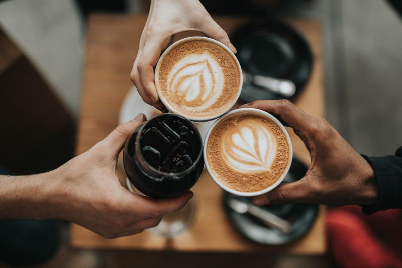 ▲營養師高敏敏整理出因為咖啡喝太多,咖啡因過量的「8大警訊」,並透露這6種人是不適合喝咖啡的。(示意圖/取自unsplash)