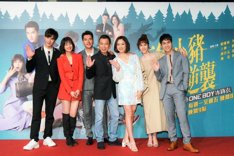 ▲謝佳見(左起)、賴雅妍、王傳一、李天柱、劉瑞琪、魏蔓、林孫煜豪出席新戲首映會。(圖/三立)