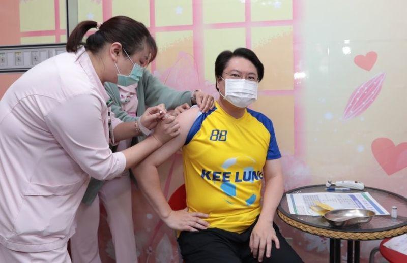AZ疫苗擴大施打 林右昌:比小時候打預防針還沒感覺