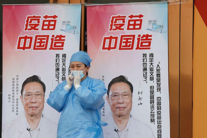 ▲中國疾控中心主任高福日前因為提到國產疫苗效力較低而引起關注,但中國官方以及包括鍾南山在內的許多專家都強調中國疫苗安全可靠。(圖/美聯社/達志影像)