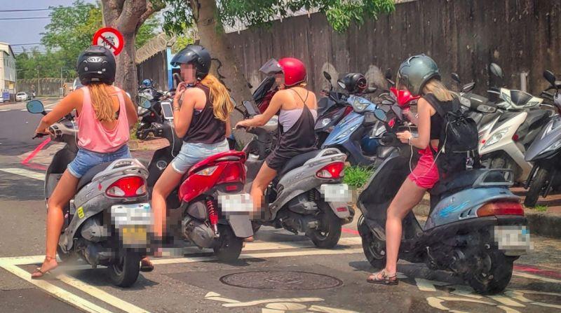 ▲網友分享在路邊看到四個外國金髮妹騎乘台灣機車,畫面相當新奇。(圖/路上觀察學院)