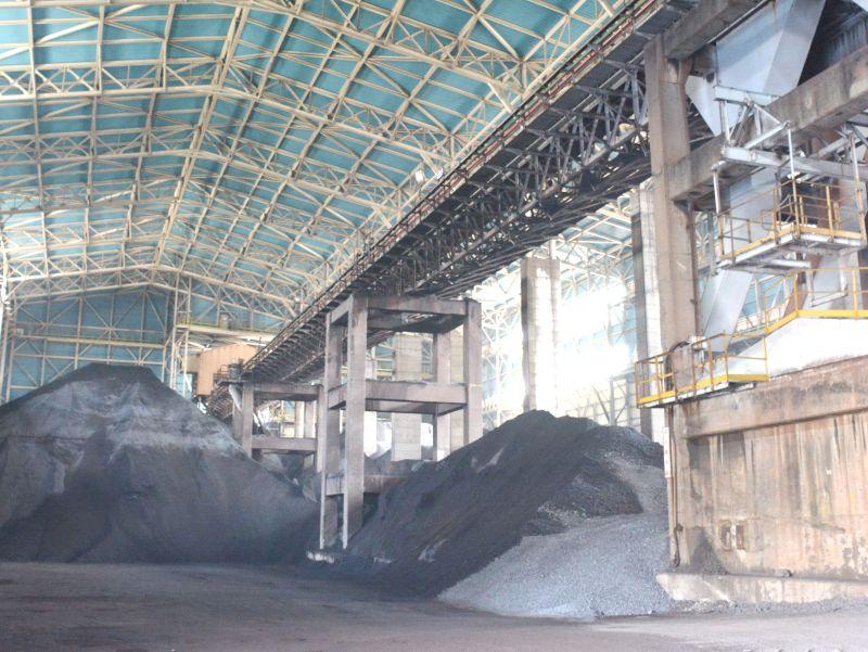 ▲中鋼公司燒結礦自動化封閉式建築完工後,內部儲存情形。(中鋼公司提供)