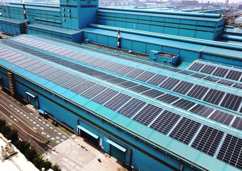▲中鋼公司第三冷軋廠區太陽光電系統建置的情形。(中鋼公司提供)