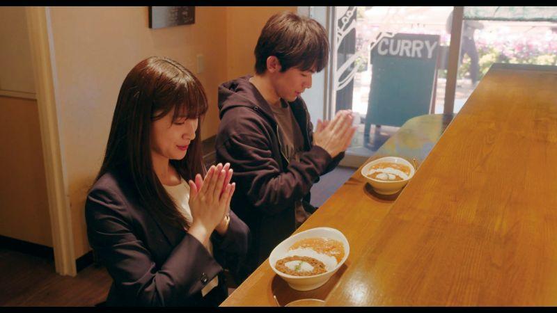 ▲▲土屋太鳳(上圖,下圖左)片中與片岡直人尋找祕密食譜。(圖/鴻聯國際)