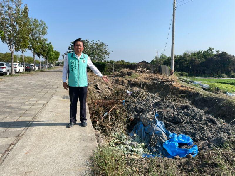 河道清淤廢土隨意堆放 中市議員要求依法開罰