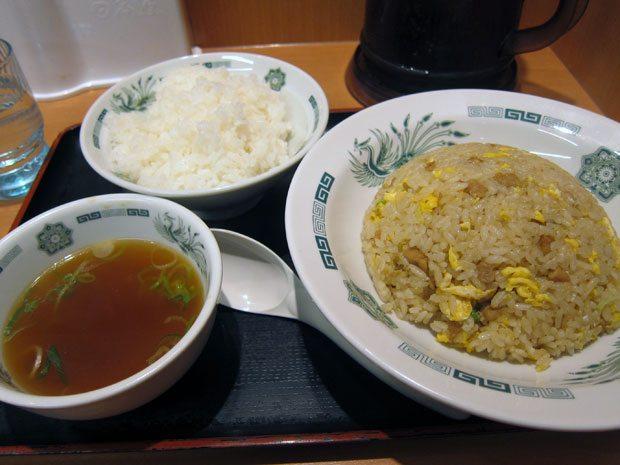 ▲有網友發現,日本人都習慣吃澱粉食物加上白飯,不禁疑惑「白飯到底是主食還是配菜?」(圖/翻攝PTT)
