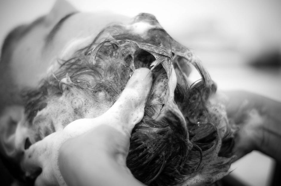 女同事洗頭堅持跑髮廊!內行曝「隱藏優勢」:一周去2次