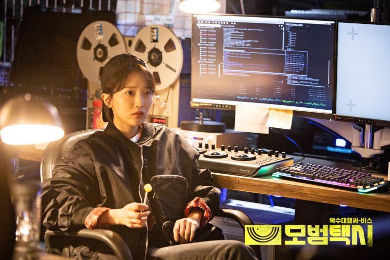 ▲▼表藝珍在《模範計程車》飾演IT專家。(圖/SBS)