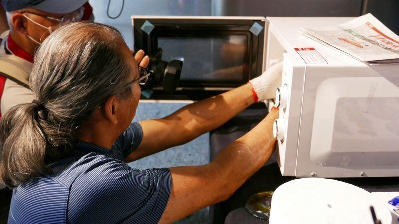 ▲展覽中也特別用科學方式說明一幅琉璃畫如何誕生。(圖/科工館提供)