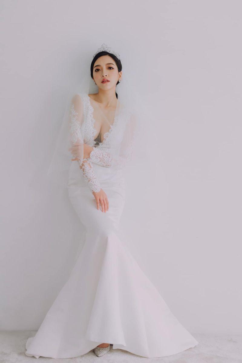 ▲貝童彤公開超美婚紗照。(圖/翻攝貝童彤臉書)