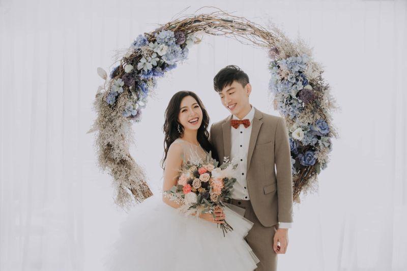 貝童彤公開超美婚紗照。(圖/翻攝貝童彤臉書)
