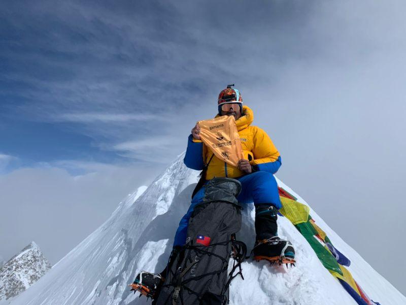 ▲台灣登山家旅忠翰順利登上安娜普納峰。(圖/橘子關懷基金會提供)