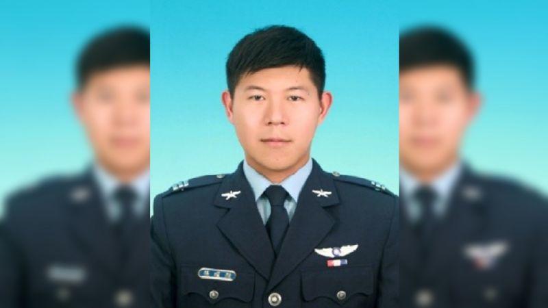 ▲歷經26日的搜救,空軍F-5E戰鬥機飛官潘穎諄的遺體,18日上午在屏東南仁漁港旁的礁岩縫隙中被尋獲。(圖/國防部提供)