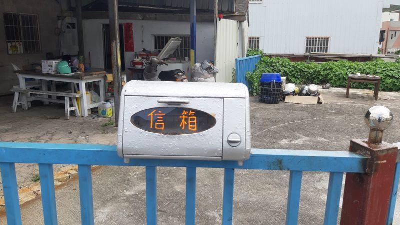 ▲原PO發現眼前的信箱,竟然是用廢棄烤箱改裝而成。(圖/翻攝自《路上觀察學院》