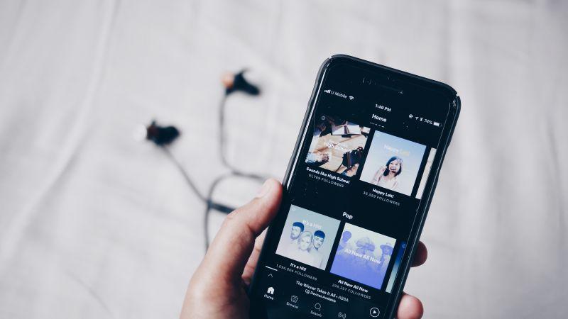 ▲一名Spotify用戶日前捐款給音樂人,豈料一刷卡才驚覺「是美金」,讓他超傻眼。(示意圖/取自unsplash)