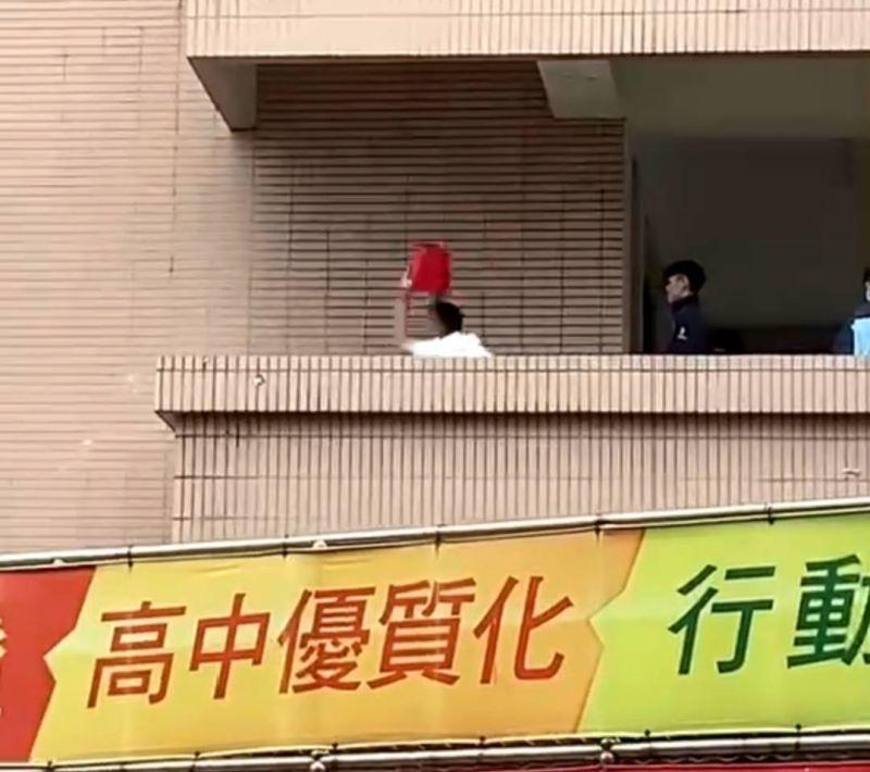 中市嶺東中學爆學生毆打 砸水桶暴打全錄