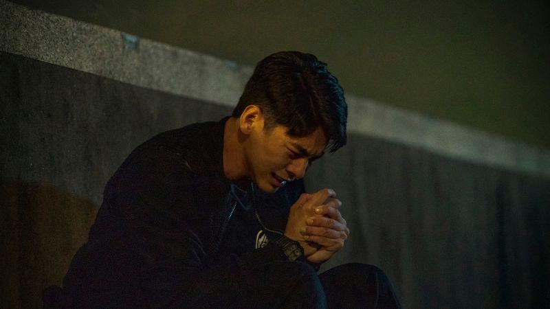 ▲林柏宏面對壓力獨自崩潰大哭。(圖/公共電視、myVideo提供)