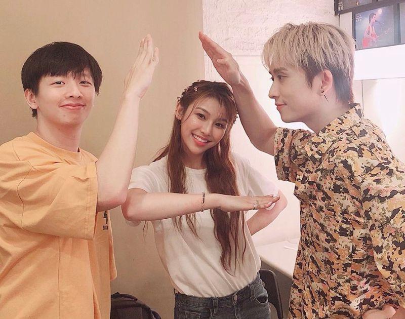 ▲邱鋒澤(右)、張暐弘(左)創立唱片公司「原音兄弟」,簽下旗下第一女藝人