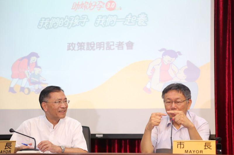 ▲台北市副市長蔡炳坤(左)因為與另一位副市長黃珊珊不合,傳出心寒向市長柯文哲請辭。(圖/台北市政府提供)
