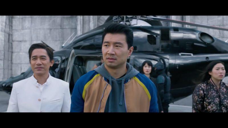 ▲梁朝偉(左)在《尚氣與十環傳奇》飾演劉思慕(中)的爸爸。(圖/Marvel