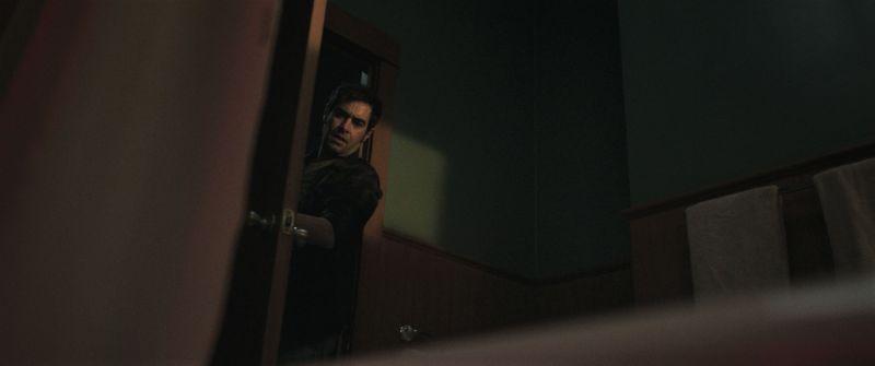 ▲《靈異詭店》中的有一幕是男主角推開浴室後看見買是寫水的浴缸。(圖/