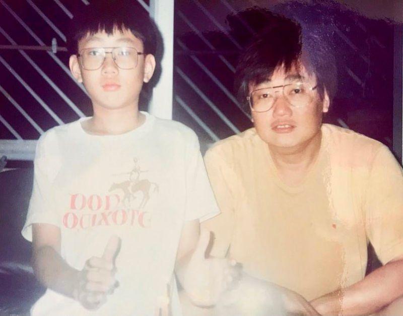 ▲▼JJ與爸爸今昔合影。(圖/林俊傑臉書)