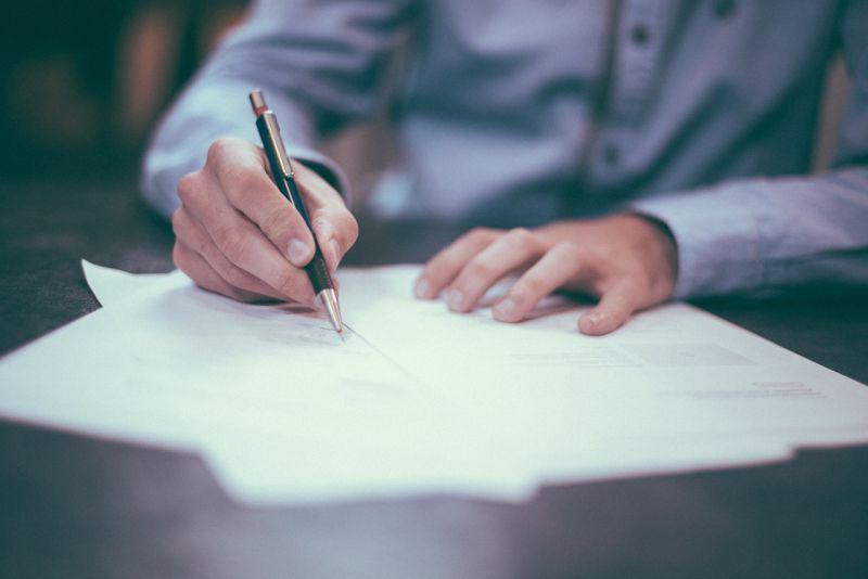 ▲能就讀法律系的民眾,給人既定的印象就是聰明、專業的形象,讓有老一輩認為能考上法律系,未來的日子一定十分安定。(示意圖/翻攝自pixabay)