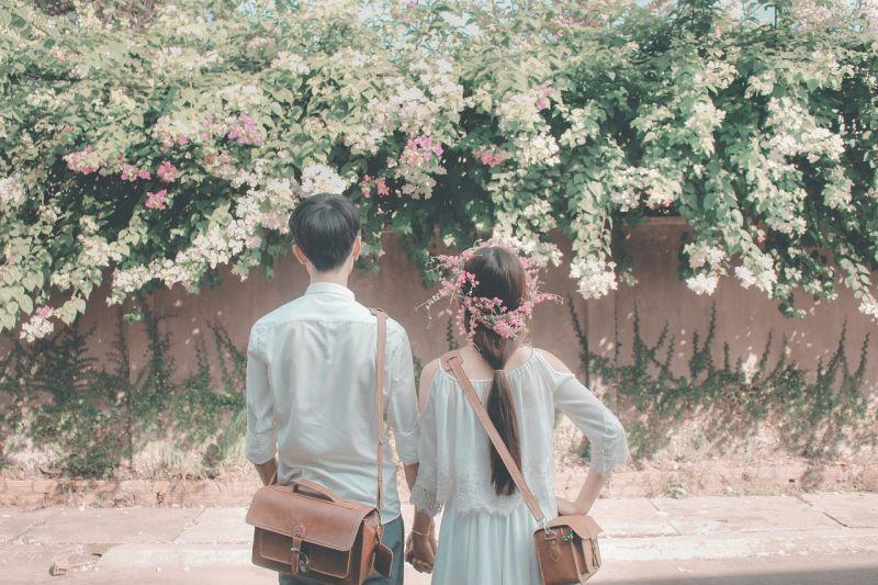 ▲女網友在男友手機看見密密麻麻的貼心「寵妻守則」,讓她直呼感動。(示意圖,文中人物與本文無關/取自pixabay)
