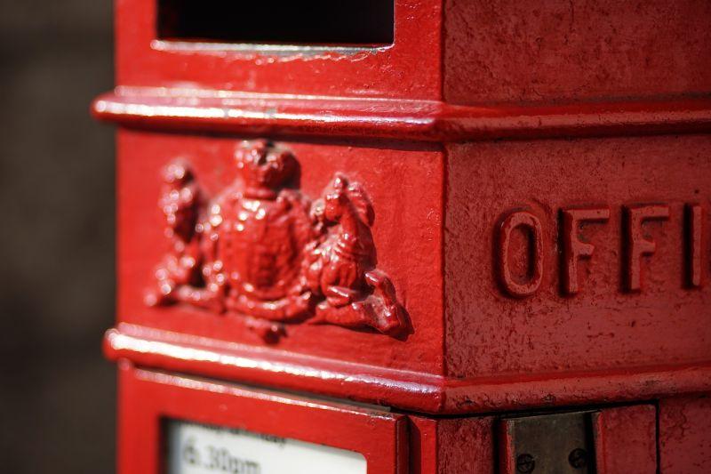 ▲原PO在路上看見一個郵筒,卻找不到投遞的洞口。(示意圖/翻攝自Pixabay)