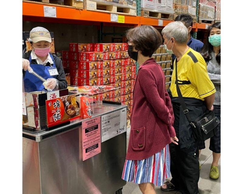 ▲好市多獨家販售的新品「五木擔仔麵」,僅需約四分鐘,就能神還原國寶經典台味