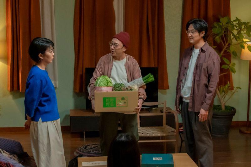 ▲劇中,松隆子(左起)和前夫角田晃廣、松田龍平共進晚餐。(圖/friDay影音)