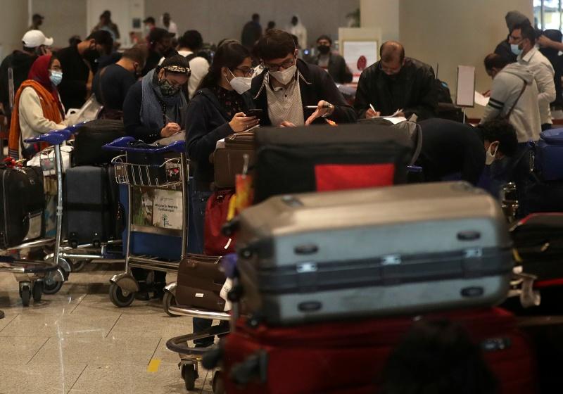 ▲印度第二波新冠疫情不斷惡化,有300名乘客昨天搭機抵達阿薩姆省西爾查(Silchar)機場後,未遵守阿薩姆省強制旅客接受即時檢測規定,逃走未受檢。資料照。(圖/美聯社/達志影像)