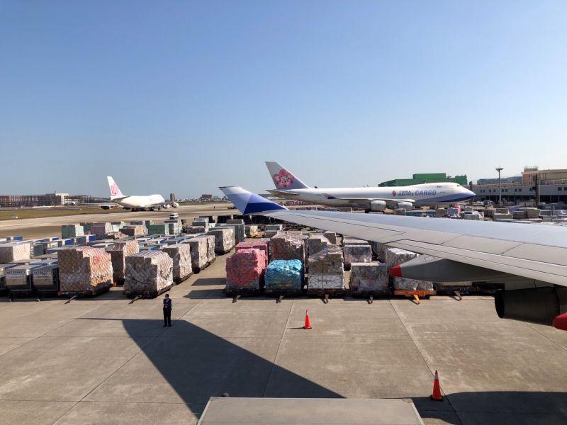 ▲台灣近日疫情爆發,《BBC》引述專家説法,指出台灣過於仰賴邊境控管,而疏於防治國內疫情擴散。(圖/機場公司提供)