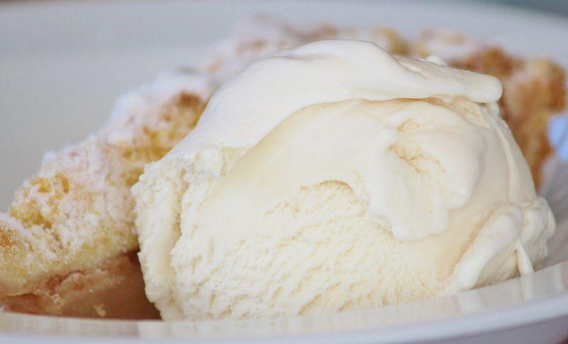 ▲原PO買好市多一款牛奶口味的冰淇淋,回家後自己加入巧克力脆片餅乾。(示意圖/翻攝自Pixabay)