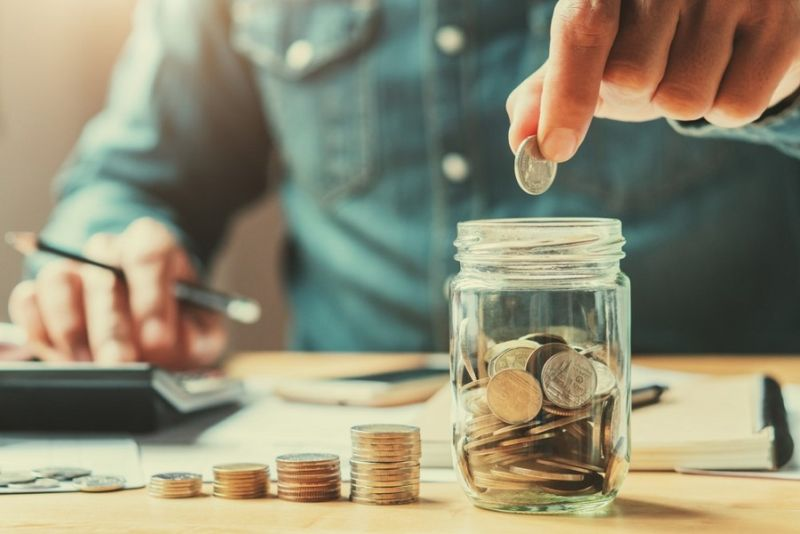 ▲工作40年存500萬? 省錢越多才能存越多。(圖/Shutterstock)