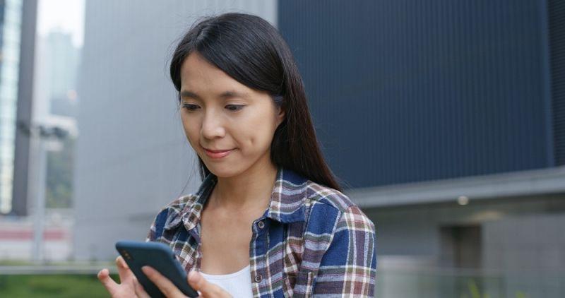 ▲「5G行動加上家用1G光纖」,讓用戶可以享受在外5G上網吃到飽,家中光纖搭配WiFi6高速上網。(圖/Shutterstock)