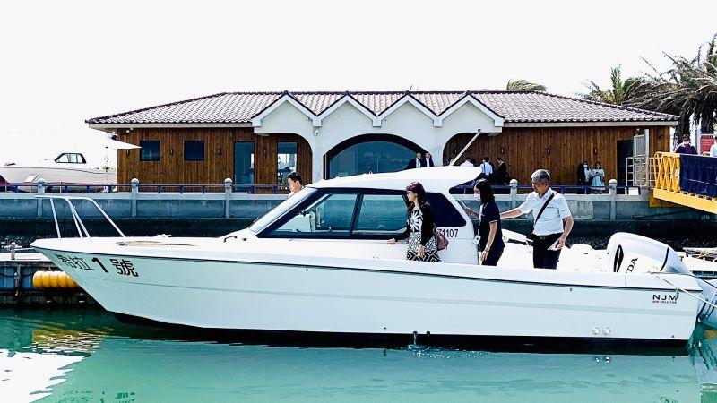 ▲大鵬灣特別規劃40場次遊艇自駕體驗。(圖/記者蔡佳宏翻攝)